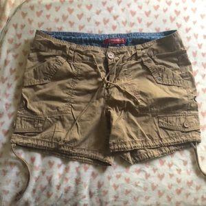 Unionbay khaki cargo shorts size 9